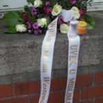 Blumenstrauß zum Andenken mit Schleife